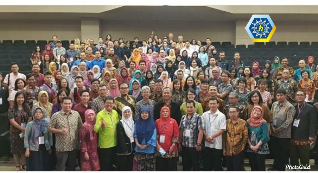 Para Peserta Kongres Nasional Asosiasi Guru Pembimbing Penelitian Indonesia berpose sesuai acara. (Jakarta, 22-23 Nop 2019)